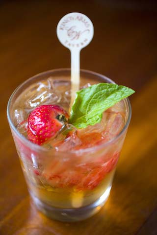 Colonial Williamsburg Pub Crawl, Punch Bowl, Cocktail