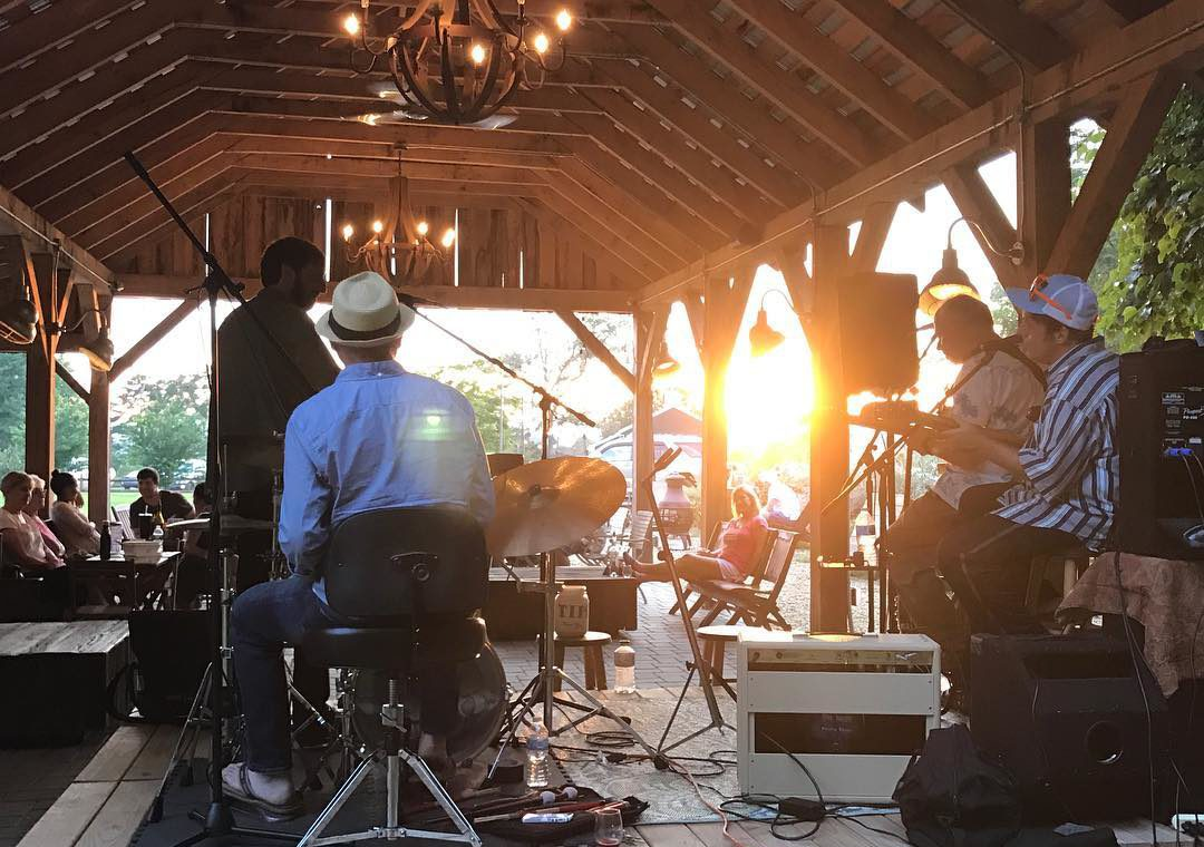 Live music, Chisholm Vineyards